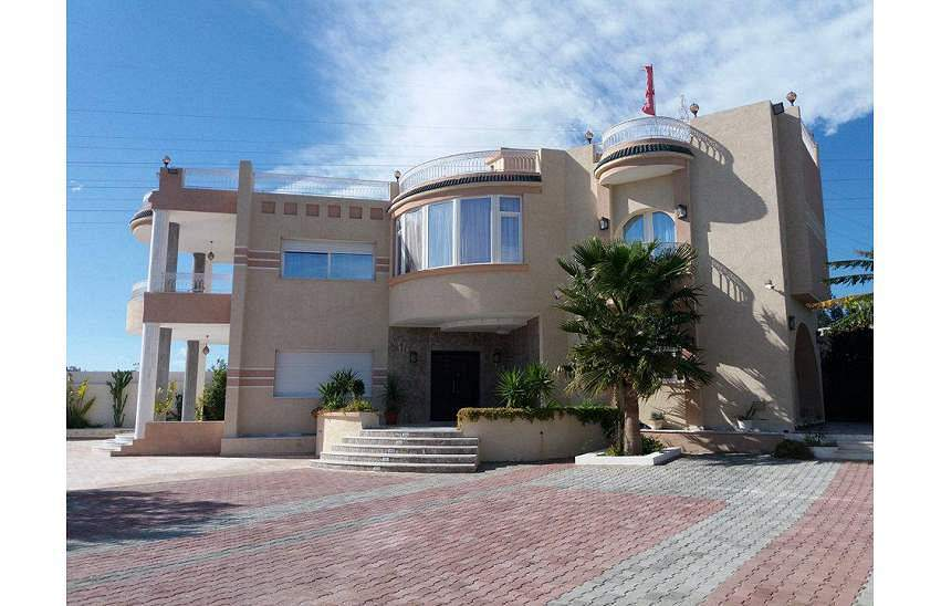un grand château à Hammamet