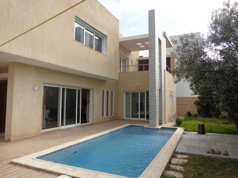 magnifique villa avec piscine proche de la mer