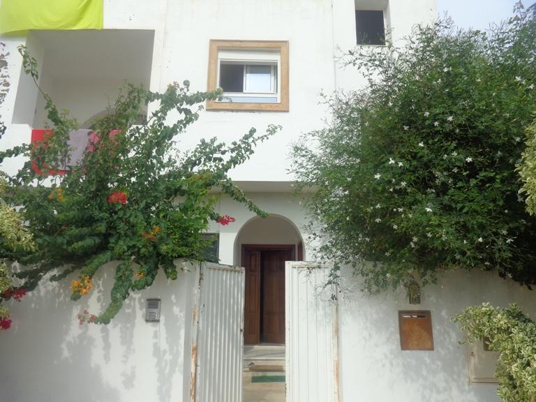 a vendre villa sur trois niveaux à AFH Mrézga