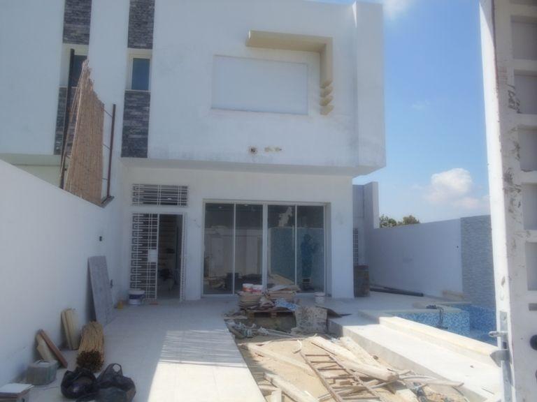 villa moderne style duplex avec piscine y
