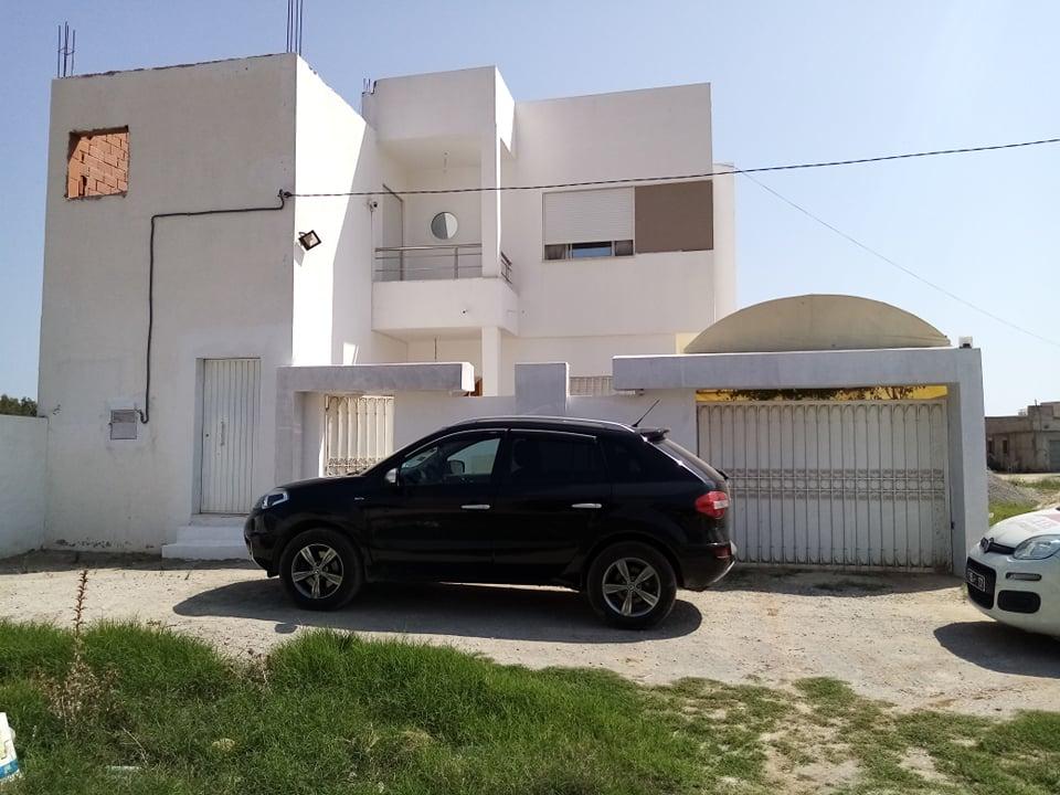 belle villa moderne à 1 km de yassmine Hammamet