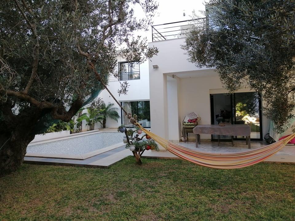 une belle villa avec piscine situé a Hammamet nord